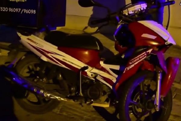 Τροχαίο στο Ναύπλιο: Μηχανάκι συνεθλίβη ανάμεσα σε δύο αυτοκίνητα! (video)