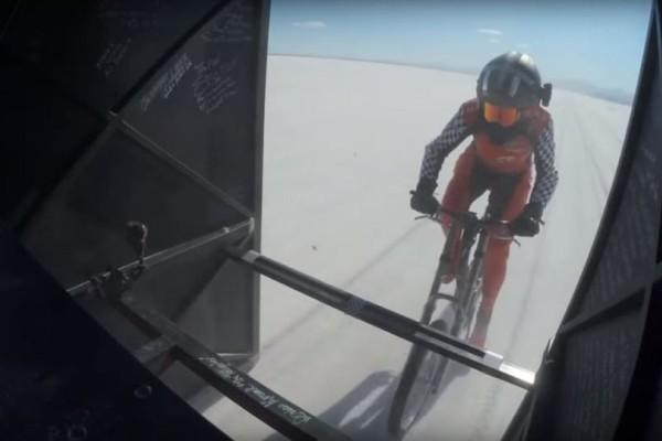 Απίστευτο: Νέο παγκόσμιο ρεκόρ ταχύτητας από γυναίκα ποδηλάτη! (Video)