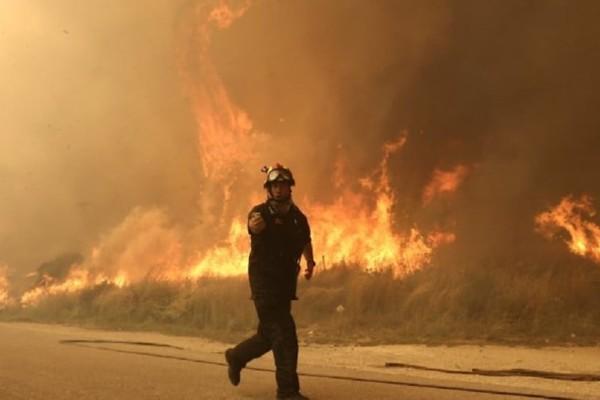 Μεγάλη φωτιά κοντά στο αεροδρόμιο του Αράξου!