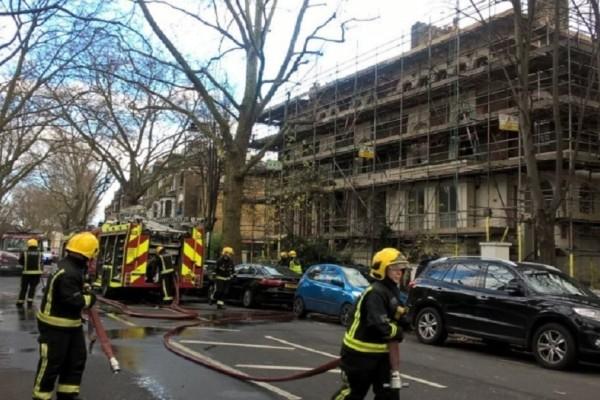 Φωτιά σε κέντρο αναψυχής στο Λονδίνο!
