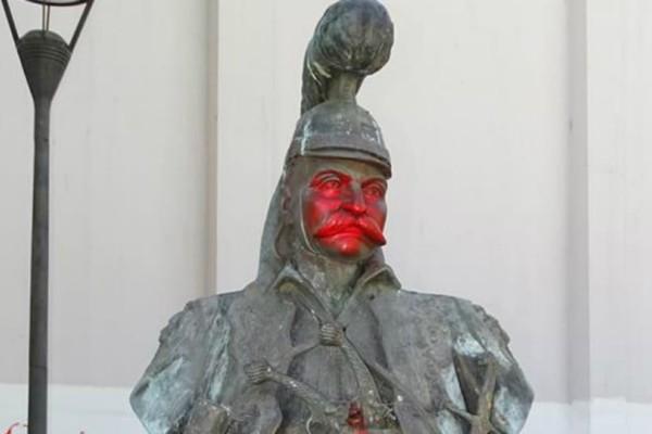 Μυτιλήνη: Βανδάλισαν το Άγαλμα του Θεόδωρου Κολοκοτρώνη!