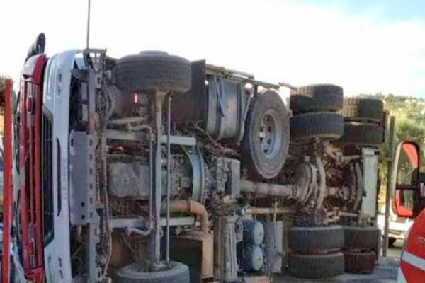 Συναγερμός στο Αργοστόλι: Ανετράπη πυροσβεστικό όχημα! - Δύο τραυματίες!