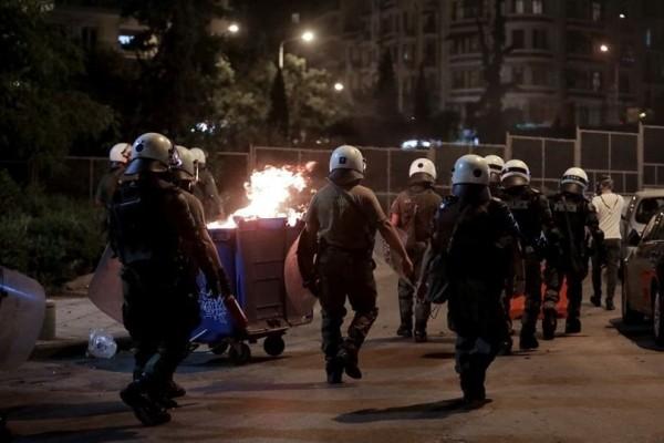 Επεισόδια στο Αγρίνιο: Στο νοσοκομείο η 19χρονη που τραυματίστηκε στην πορεία για τον Παύλο Φύσσα! (Video)