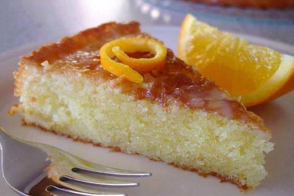 Η μοναδική πορτοκαλόπιτα κέικ που λιώνει στο στόμα