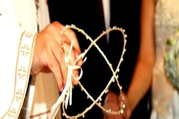 Ένας... ιδιαίτερος γάμος στα Τρίκαλα! - Ο γαμπρός... πάτησε τη νύφη! (video)