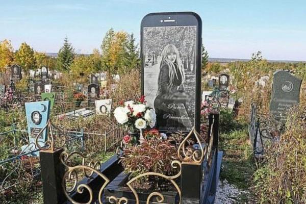 Το είδαμε κι αυτό: iPhone έγινε... ταφόπλακα!