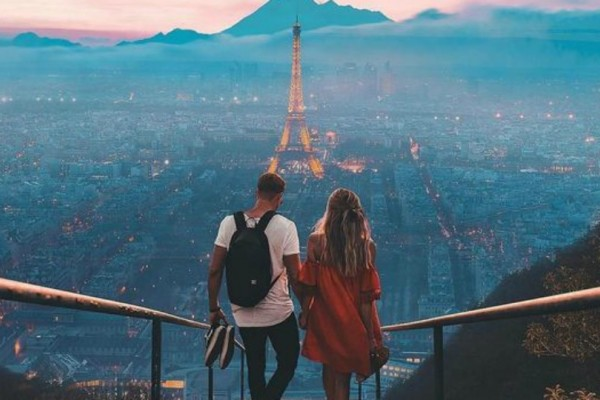 Η φωτογραφία της ημέρας: Μια ρομαντική βόλτα στο Παρίσι!