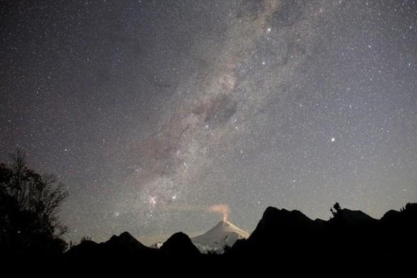Η φωτογραφία της ημέρας: Το ηφαίστειο Βιγιαρρίκα διακρίνεται στην Χιλή!