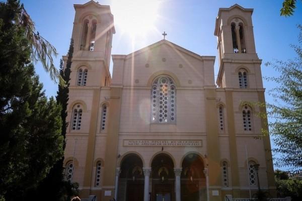 Ο Ρουβίκωνας εισέβαλε στην εκκλησία του Αγίου Νικολάου στα Εξάρχεια!