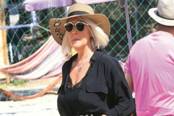 Ρούλα Κορομηλά: Η σπάνια δημόσια εμφάνιση της παρουσιάστριας! - Πού την απαθανάτισε ο φωτογραφικός φακός;