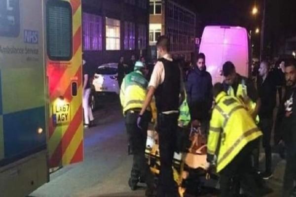 Συναγερμός στο Λονδίνο: Αυτοκίνητο έπεσε πάνω σε πεζούς έξω από τέμενος τραυματίζοντας δυο ανθρώπους!