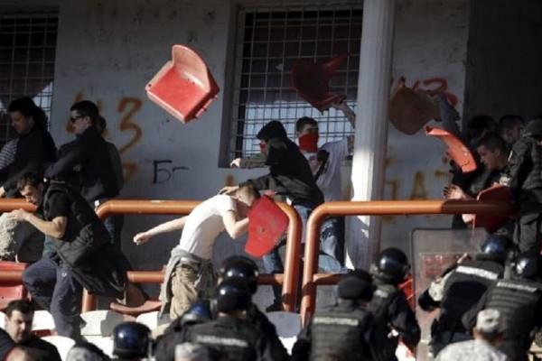 Σοκ στη Σερβία: Ένας νεκρός σε συμπλοκές οπαδών!