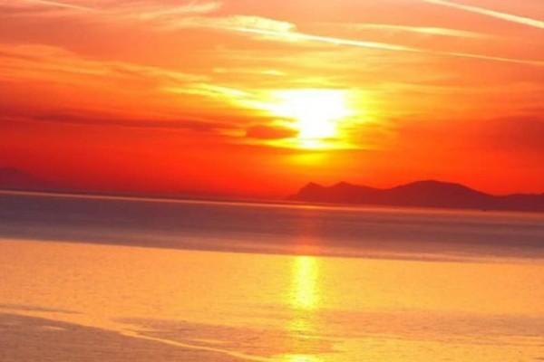 Η φωτογραφία της ημέρας: Ηλιοβασίλεμα στην Σαντορίνη!