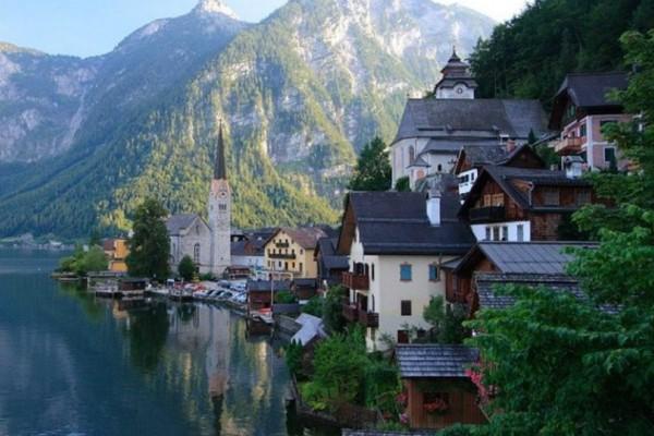 Hallstatt: Η λιμνούπολη που θα σας κάνει να νομίζετε πως ζείτε σε ένα... παραμύθι!