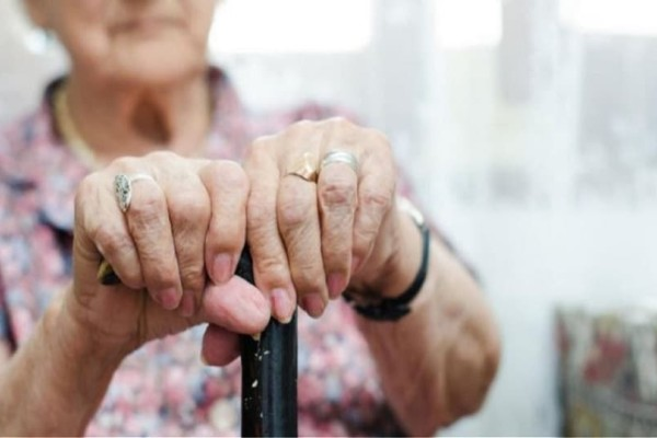 Πάτρα: Οικιακή βοηθός ξάφρισε 57.000 ευρώ από ηλικιωμένη!