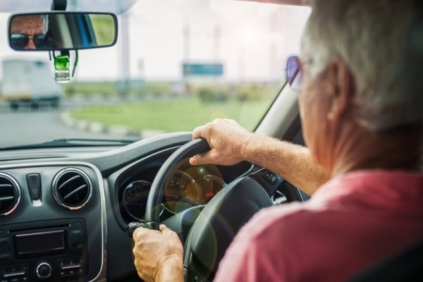 Ανατροπή: Τι ισχύει με το δίπλωμα οδήγησης όσων έκλεισαν τα 74!