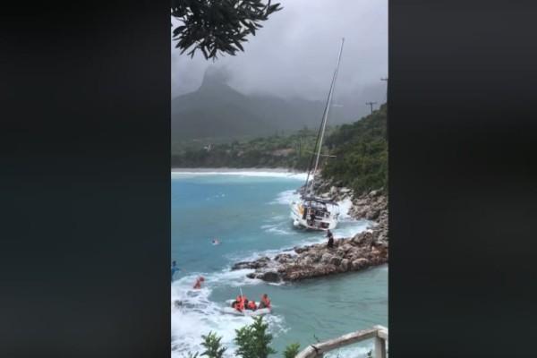 Λακωνία: Συγκλονιστικά πλάνα από τη διάσωση επιβατών ιστιοφόρου (video)