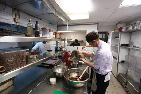 Αποκάλυψη-σοκ: Εστιατόριο μαγείρευε... ζωοτροφές!