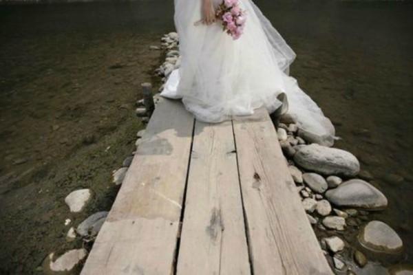 Η πιο περίεργη νύφη όλων των εποχών! Η λίστα του... παραλόγου που έδωσε στους καλεσμένους της