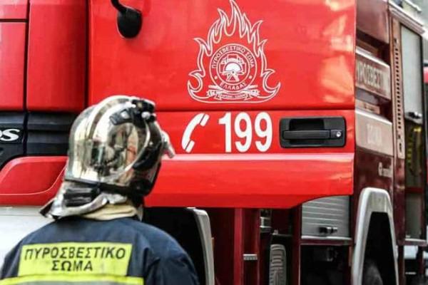 Φωτιά σε διαμέρισμα στα Μελίσσια - Στο νοσοκομείο τρία άτομα!