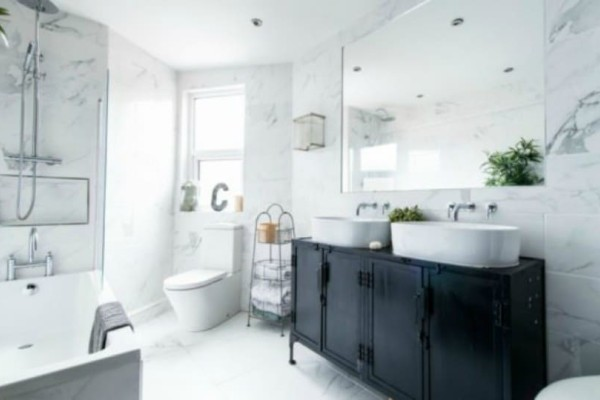 Καθαριότητα στο σπίτι: 5 τεμπέλικοι τρόποι για να αποφεύγετε το βαρετό καθάρισμα του μπάνιου!