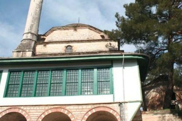 Ιωάννινα: Κατέρρευσε λόγω των ισχυρών ανέμων ο μιναρές στο Ασλάν Τζαμί!