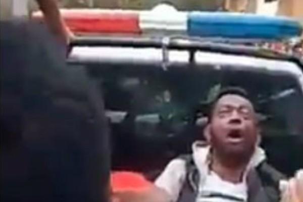 Σοκαριστικό βίντεο: Δεκάδες άτομα ποδοπατήθηκαν σε στάδιο στη Μαδαγασκάρη!