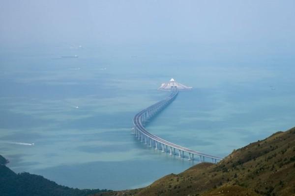 Εγκαίνια για τη η μεγαλύτερη θαλάσσια γέφυρα στον κόσμο! (photos)
