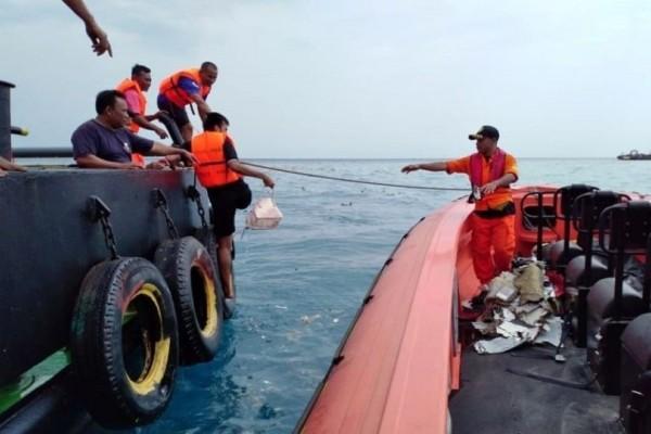 Τραγωδία στην Ινδονησία: Έστειλε selfie στη γυναίκα του λίγο πριν πέσει το αεροπλάνο! (photo)