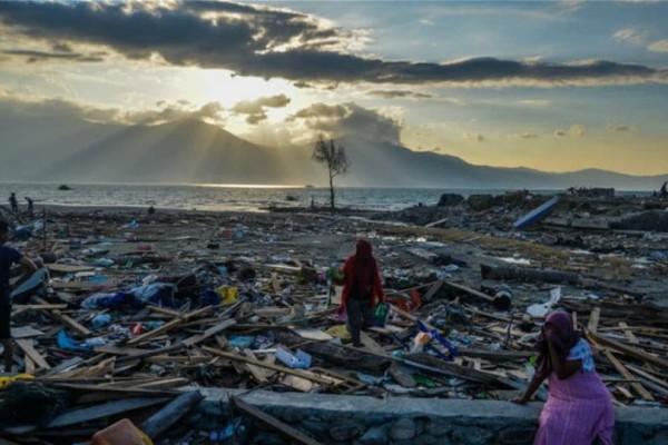 Ινδονησία: Στους 2.045 ο αριθμός των νεκρών από το τσουνάμι