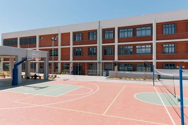 Χαμός σε σχολείο της Μαγνησίας: Γονείς απειλούν τον διευθυντή επειδή δέχτηκε προσφυγόπουλα!