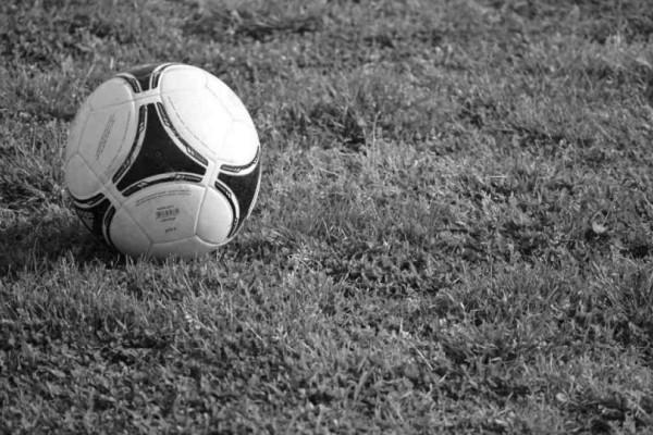 Βαρύ πένθος: Πέθανε κορυφαίος ποδοσφαιριστής!