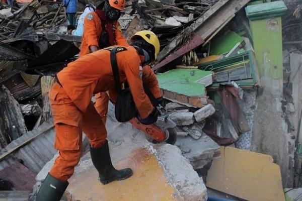 Ινδονησία: 1.649 οι νεκροί από σεισμό και τσουνάμι!