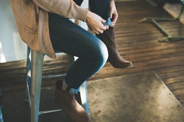 Κορίτσια πάρτε ιδέες: Το καφέ χρώμα είναι η νέα τάση στις μπότες!