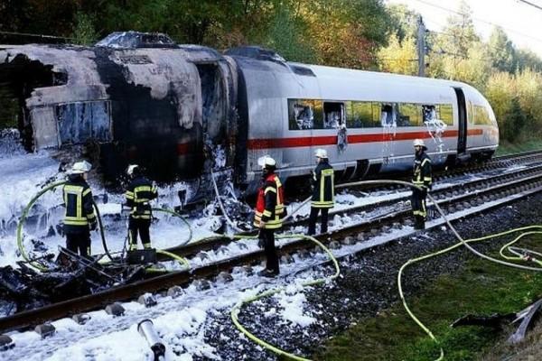 Πανικός στη Γερμανία: Φωτιά σε τρένο εν κινήσει!
