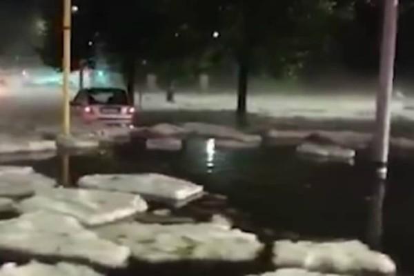 Ο καιρός τρελάθηκε! Παγόβουνα έκαναν την εμφάνιση τους στη Ρώμη (video)