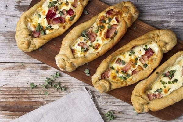 Φτιάξτε πεϊνιρλί με 3 τυριά!