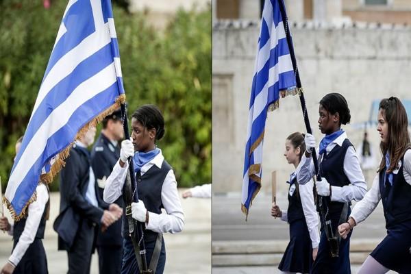 Η μαύρη πανέμορφη σημαιοφόρος που έκλεψε την παράσταση στην μαθητική παρέλαση της Αθήνας! (photos)