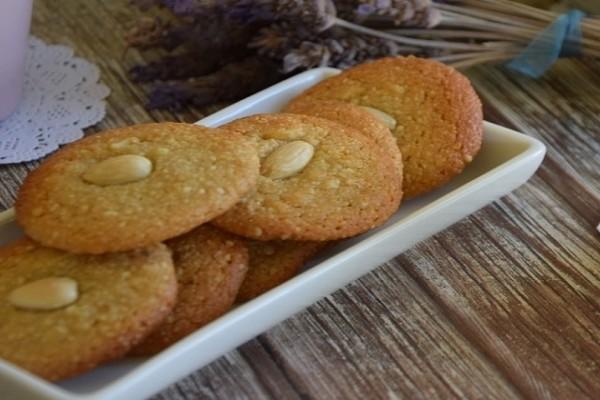 Αμυγδαλωτά μπισκότα! (Video)