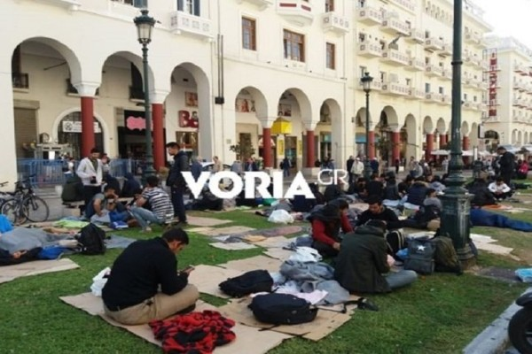 Σε καταυλισμό έχει μετατραπεί το κέντρο της Θεσσαλονίκης για τέταρτη μέρα! (Photo & Video)