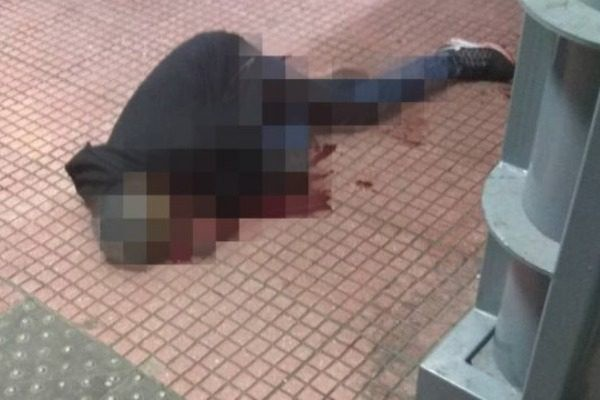 Άγρια σφαγή στο κέντρο της Αθήνας: Του έκοψαν τον λαιμό μπροστά στα μάτια περαστικών!