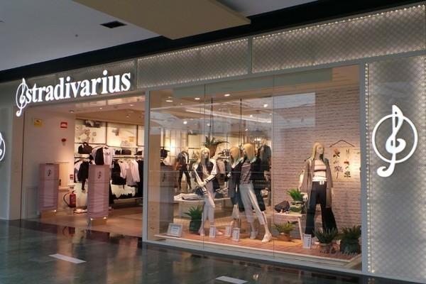 Stradivarius: Λατρεύεις τα animal print; Αυτά είναι τα κομμάτια που πρέπει να έχεις στην ντουλάπα σου!