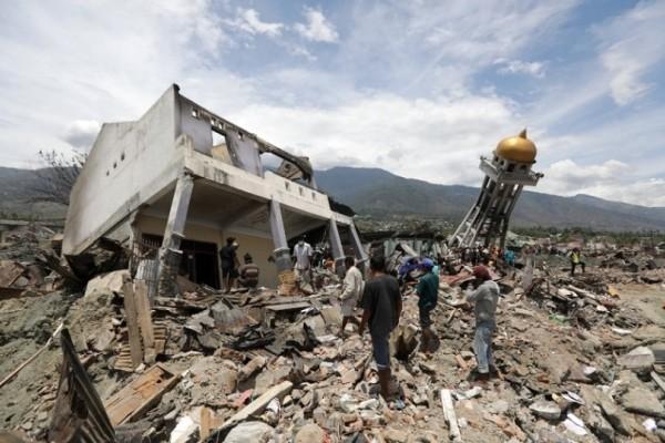 Ινδονησία: Αγνοούνται 5.000 άνθρωποι από τον σεισμό και το τσουνάμι!
