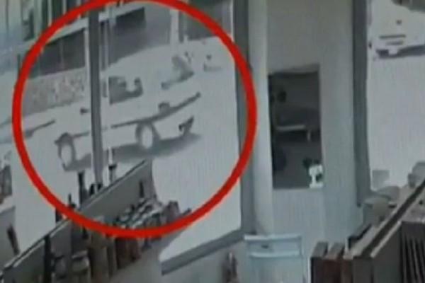 Βίντεο ντοκουμέντο από τα Άνω Λιόσια: Δείτε την τρελή πορεία του αυτοκινήτου που σκότωσε την 53χρονη!