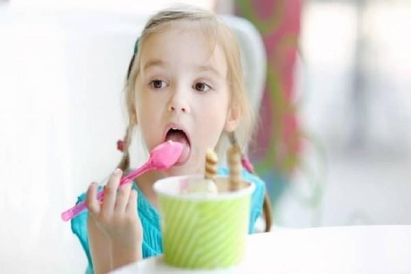 Γονείς προσοχή: Αυτές είναι οι πιο επικίνδυνες τροφές για παιδιά κάτω των 4 ετών!