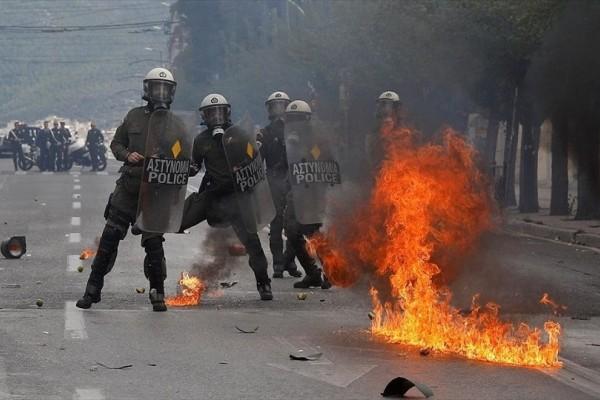 Η φωτογραφία της ημέρας: Τα επεισόδια που σημάδεψαν το μαθητικό συλλαλητήριο στο κέντρο της Αθήνας!