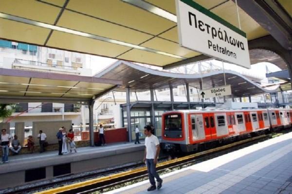 Συναγερμός στα Πετράλωνα: Πέταξαν αντικείμενο σε τρένο τραυματίζοντας μια γυναίκα!