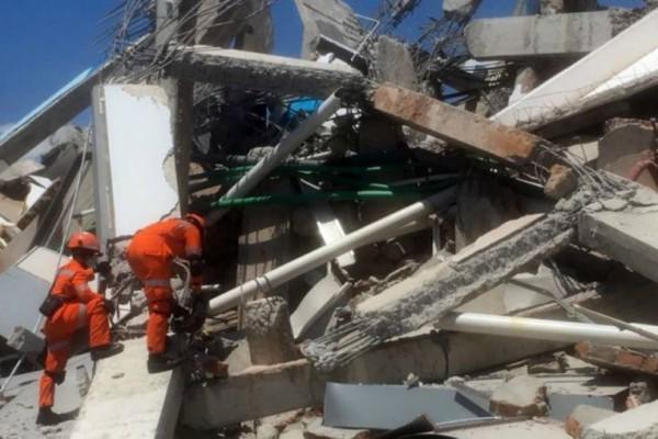 Ινδονησία: Ψάχνουν για επιζώντες από τον φονικό σεισμό!