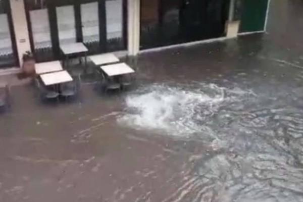 Κέρκυρα: Πλημμύρισαν οι δρόμοι! (videos)