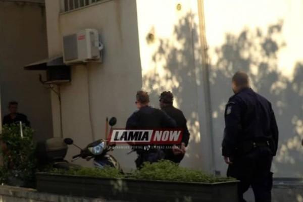 Έγκλημα στη Λαμία: Ένταση στη δίκη για την άγρια δολοφονία 32χρονης από τον κουνιάδο της (videos)